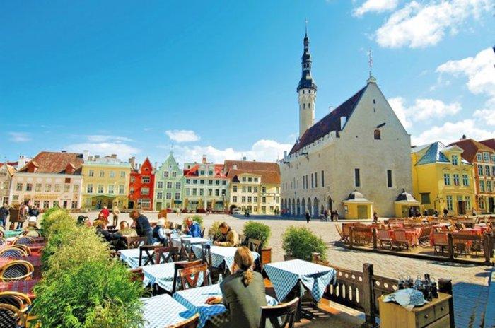 Чтобы осмотреть все туристические объекты понадобится немало времени — только по улочкам Старого города можно проходить целый день.