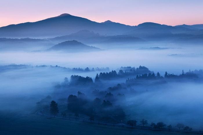 Горы в тумане. Швейцария.