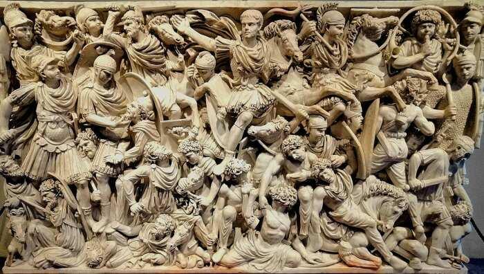 Рельеф и детали саркофага битвы в Людовизи, изображающие битву между римлянами и готами, около 250-260 гг. н. э. \ Фото: museonazionaleromano.beniculturali.it.