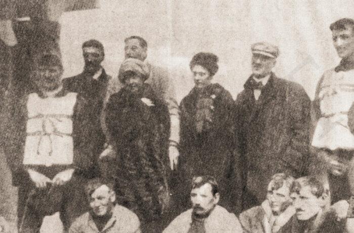 Лаура и другие выжившие на борту Карпатии. / Фото: williammurdoch.net.