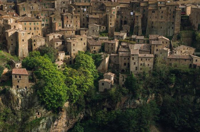 Крыши домов в Тоскане.