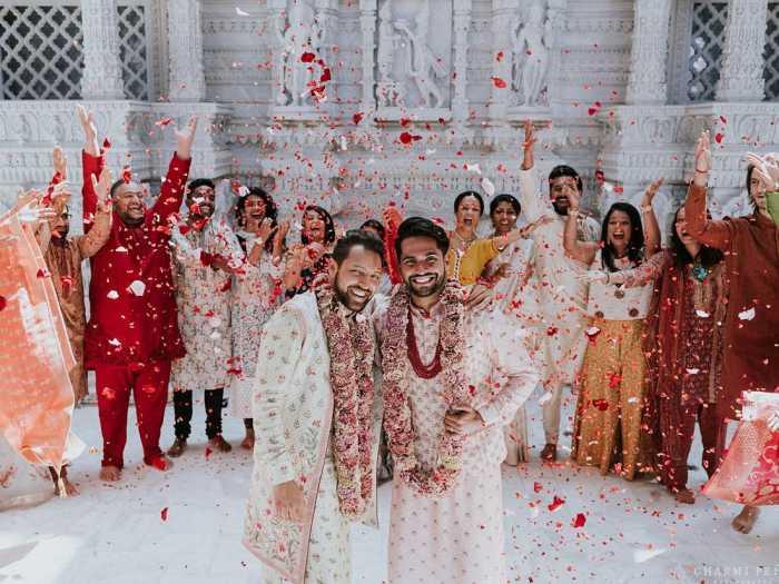Мадираджу и Шах со своими семьями.