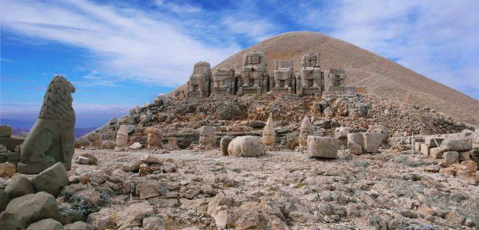 Немрут даг — Гробница Антиоха и святилище, а также одна из знаменитейших достопримечательностей Турции.