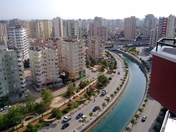 Адана — крупный промышленный город на востоке Турции, который в разные эпохи принадлежал разным цивилизациям и империям.