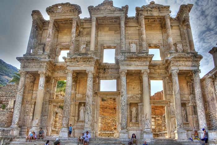 Эфес — древний город на территории современной Турции.