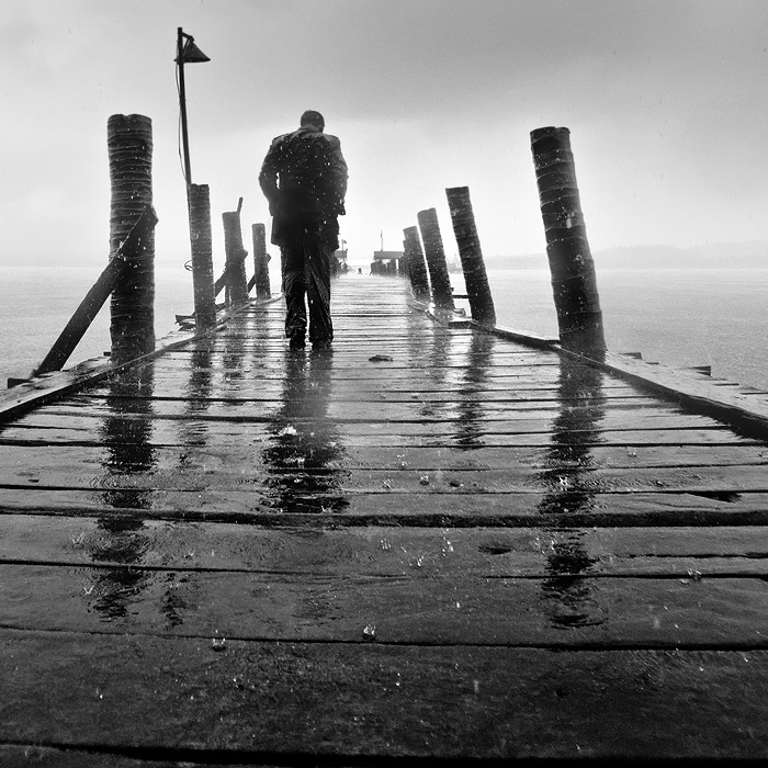 I walk in the rain... by Ucilito. (Я ухожу в дождь... Фото I walk in the rain... Ucilito).