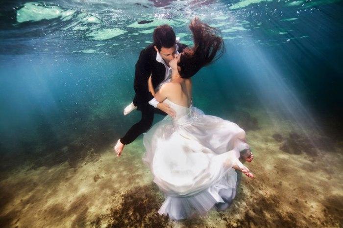 Подводный поцелуй.