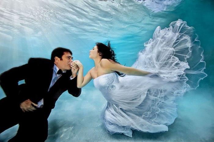 Свадьба под водой.