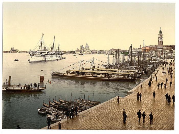 Кайзеровская яхта «Гогенцоллерн» в гавани.