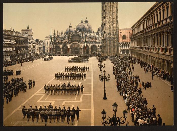 Смотр войск на площади Святого Марка.