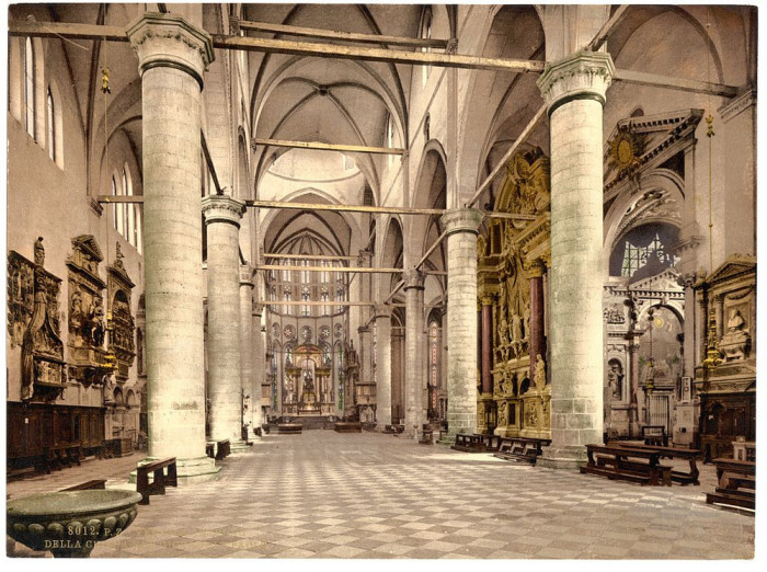 Интерьер собора Санти-Джованни-э-Паоло.