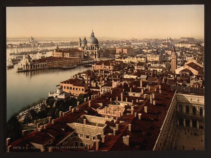 Вид с колокольни на гавань.