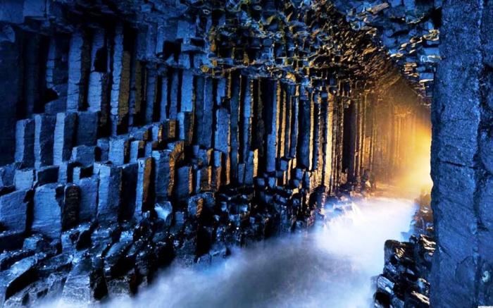 Пещера Фингала, остров Стаффа, Шотландия.