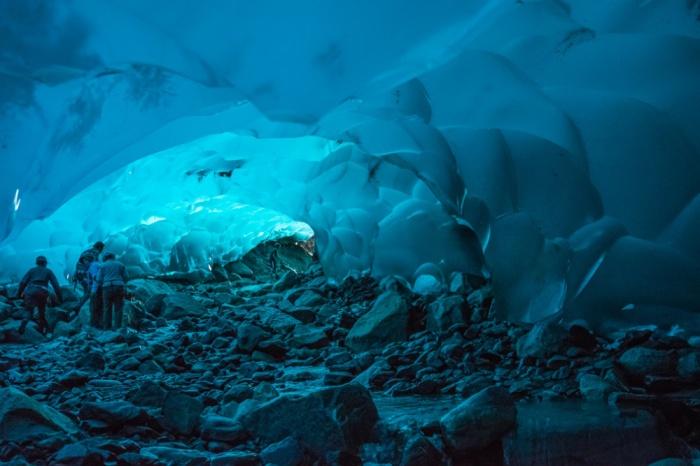 Ледяные пещеры в Менденхолл, Аляска, США.