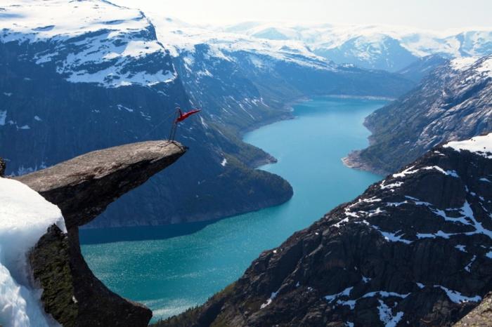 Язык тролля на горе Скьеггедаль, Норвегия.