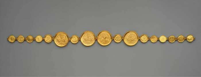 Пояс с монетами и медальонами из золота, 583 год нашей эры. / Фото: thecollector.com.