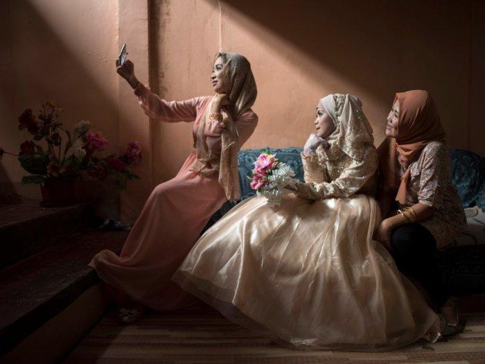 Невеста и ее друзья в 2017 году на юге Филиппин. Автор: Jes Aznar.