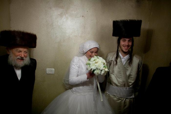 Некоторые синагоги имеют строгие правила на цвета или ткани свадебного платья. Автор: Lior Mizrahi.