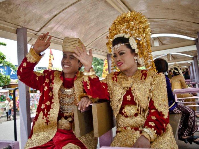 Почти 8000 населенных островов составляют Индонезию, и мода варьируется в зависимости от региона. Автор: Ulet Ifansasti.