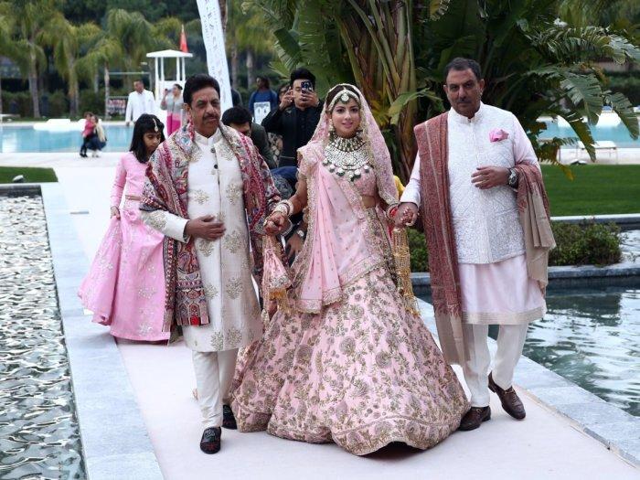 Индийская невеста в традиционном роскошном свадебном платье. Автор: Anadolu Agency.