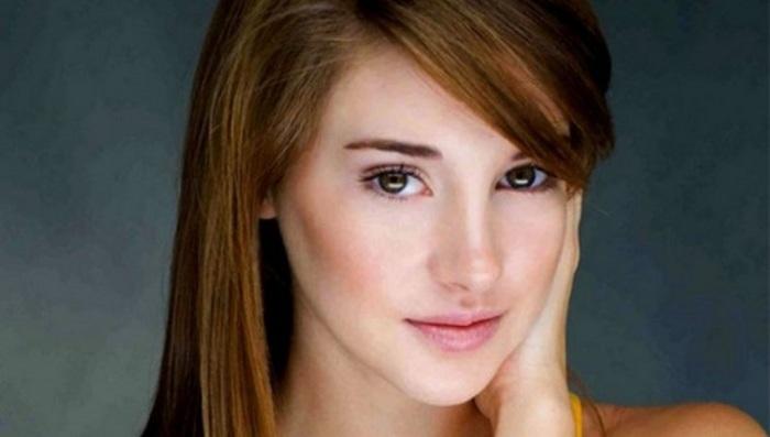 Она снялась вместе с Анселем Элгортом в «Виноваты звёзды».