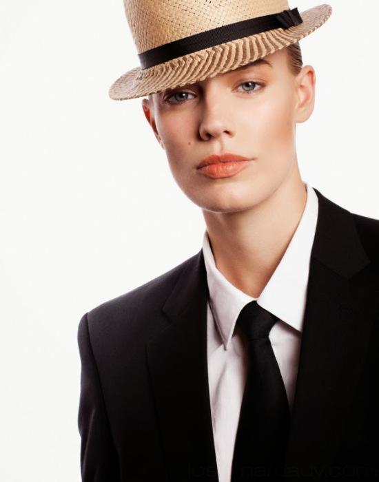 Амбициозная девушка-модель Elliott Sailors