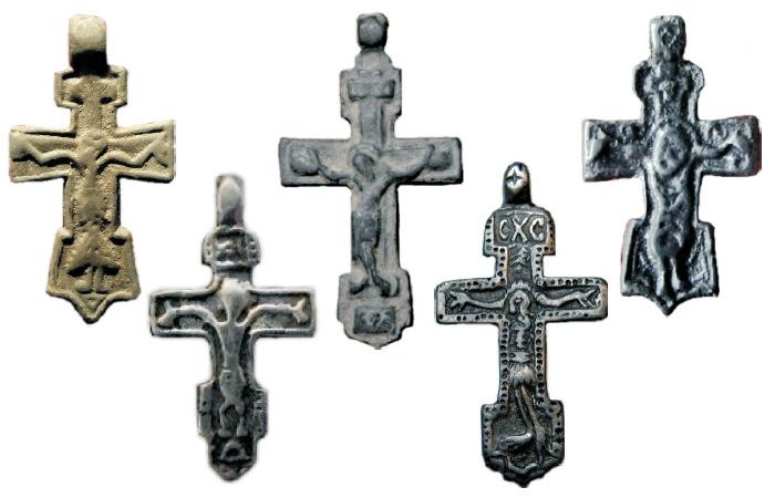 Редкие нательные килевидные кресты XV - XVI вв. с изображением распятого Иисуса Христа
