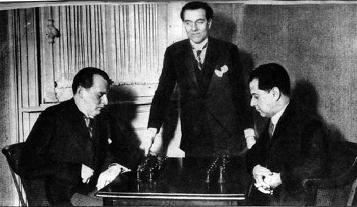 Впервые Алехин встречался с Капабланкой за шахматной доской в качестве подающего надежды. А в 1927 году уже выиграл у него матч за звание чемпиона мира..