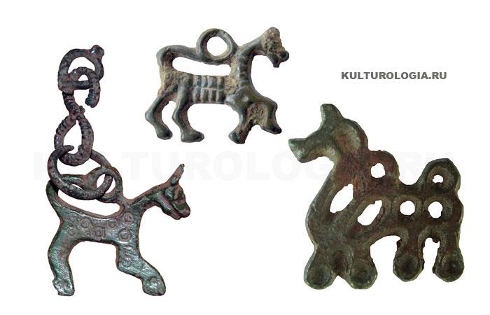 Славянские амулеты в виде коней и лошадей.