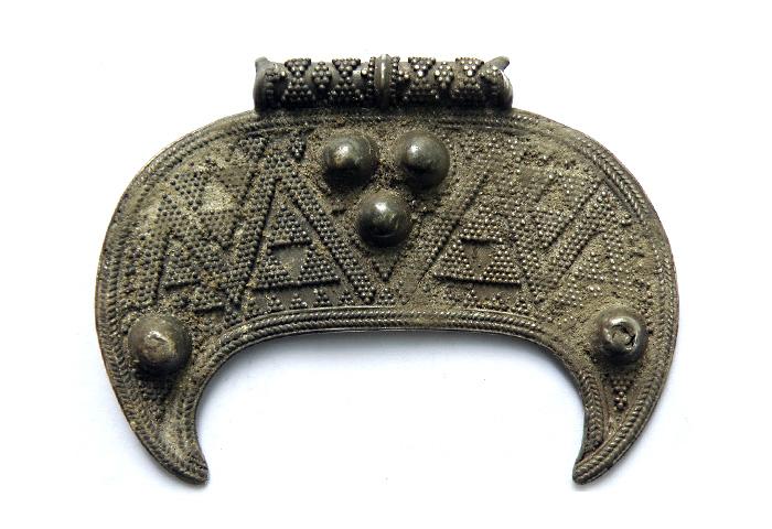 Серебряная лунница со сканью и зернью, X–XI вв.