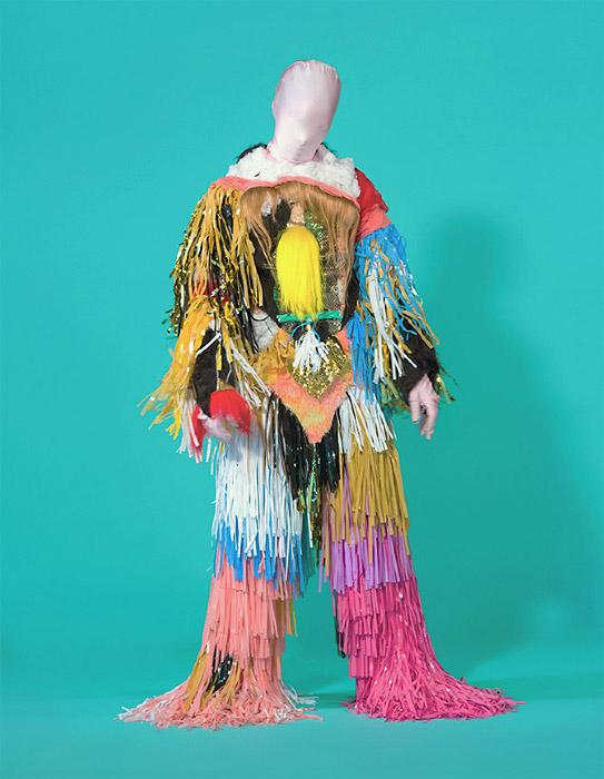 Коммуникационные костюмы художницы и дизайнера  Madeline Moore