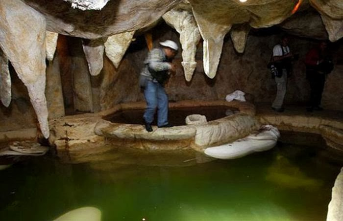 Личная пещера с горячими источниками