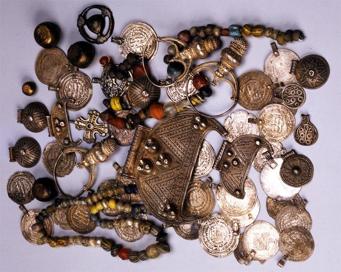 Клад X-XI вв. Найден в 1993 году во время раскопок Гнездовского селища в  Смоленской обл.
