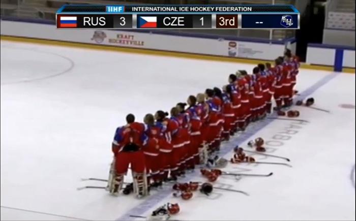 Женская сборная России по хоккею исполнила гимн страны акапельно после победного матча