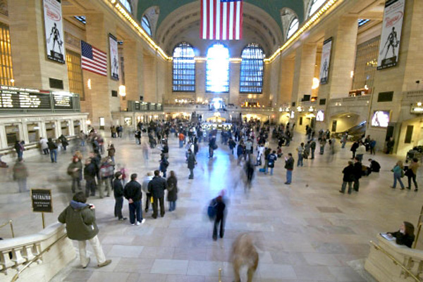 207 человек одновременно замерли на главной станции Нью-Йорка