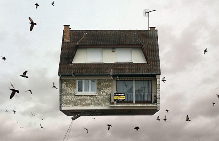 Удивительные фотографии летающих домов Laurent Chehere
