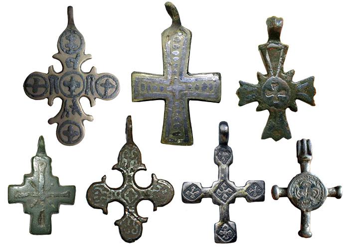 Рис.9 Древнерусские нательные кресты с чернью, XI-XIII вв