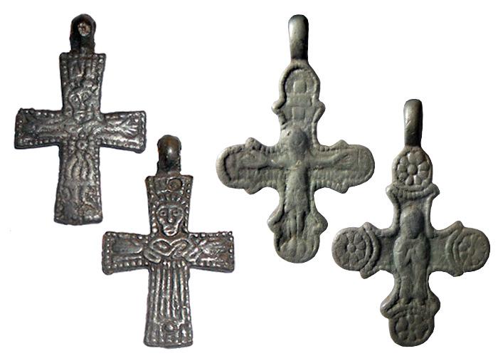 Рис.2 Домонгольские нательные кресты с изображением Распятия и Богоматери, XI-XIII вв