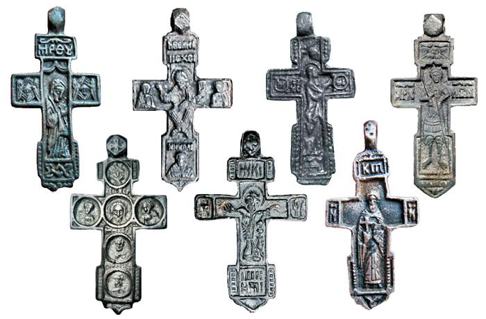 Редкие русские нательные килевидные кресты XV - XVI веков с образом Богородицы, Иисуса Христа и избранных святых