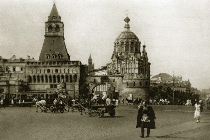 Лубянская площадь, ныне полностью уничтоженная.