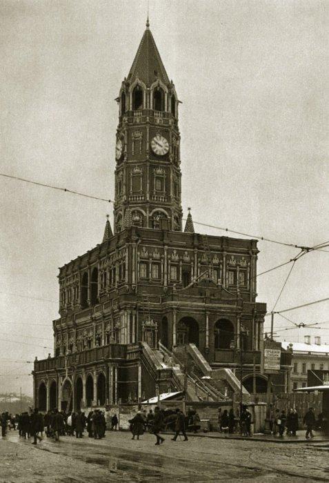 Сухарева башня на Сухаревской площади.