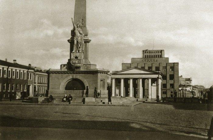Тверская площадь в 20-е годы XX века называлась Советской.