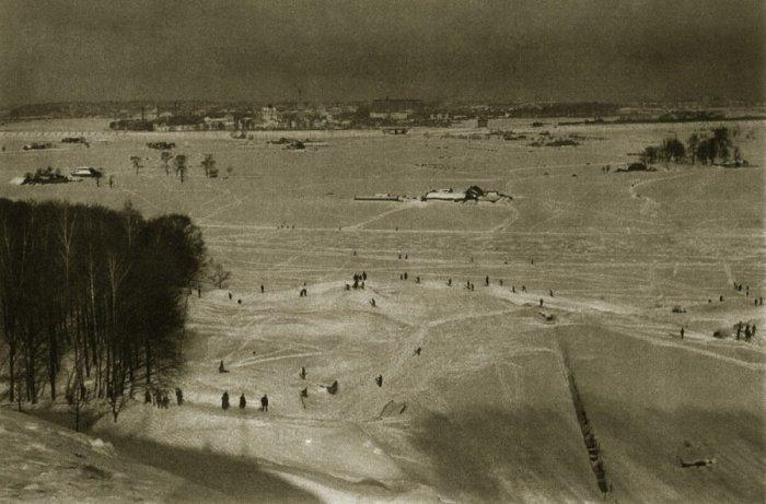Вид зимней Москвы с Воробьевых гор.