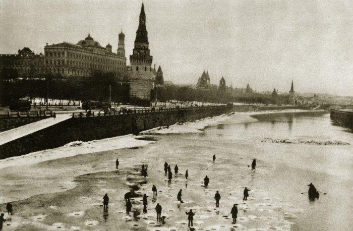 На Москве-реке в 20-е годы XX века кипела жизнь.