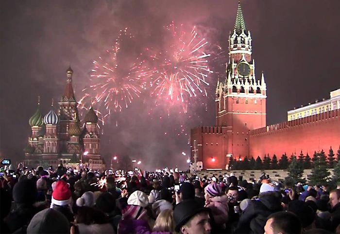 Новый год русские празднуют с гораздо большим энтузиазмом, чем Рождество.