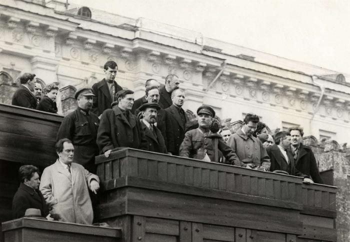 Выступление руководства советской страны перед трудящимися.