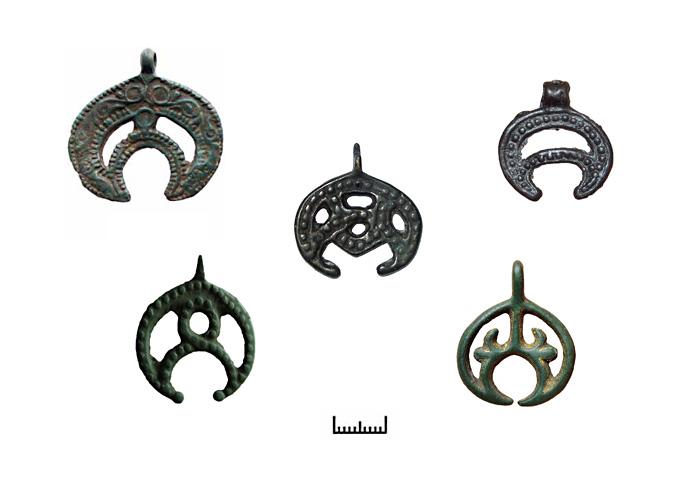 Древни обереги - прорезные лунницы.