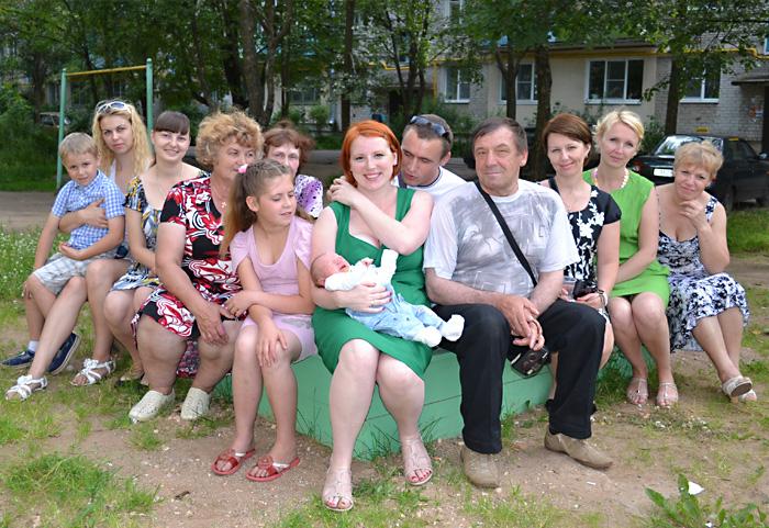 Русские часто живут с родителями.