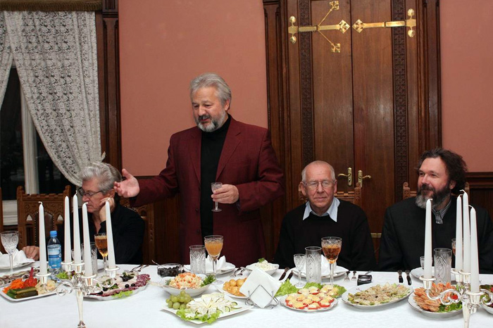 Русские говорят действительно длинные и сложные тосты.