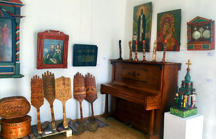Часть экспозиции с выставки в городе Данилове Ярославской области.